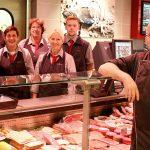 Fleisch/Wurst/Käse/Fisch = vorne Herr Dach, Frau Sauer, Herr Schewe, Frau Schenk, Frau Böhning, Frau Fischer, Herr Madela